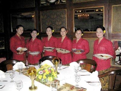 Resto_Oasi.._waitresses.jpg