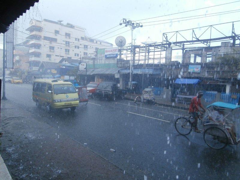 large_Ambon_hujan_keras.jpg