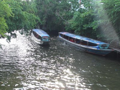 Boats on the Saen Seap canal