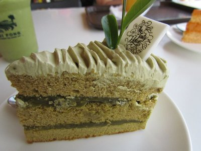 Green tea cream cake