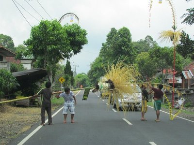 Putting up the penjor