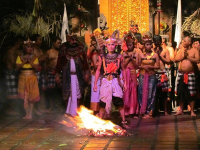 Kecak_and_fire_dance.jpg