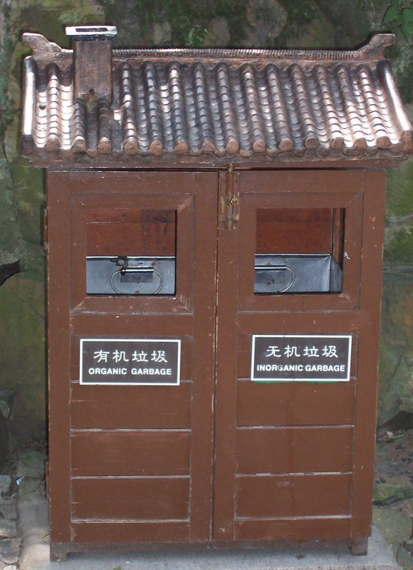 Unique rubbish bin