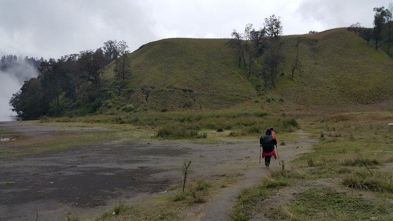 On the way to ranu kumbolo