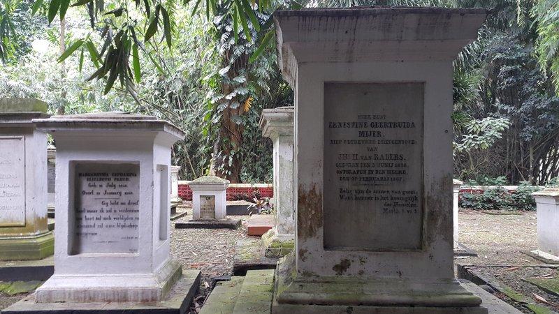 Dutch tombstone