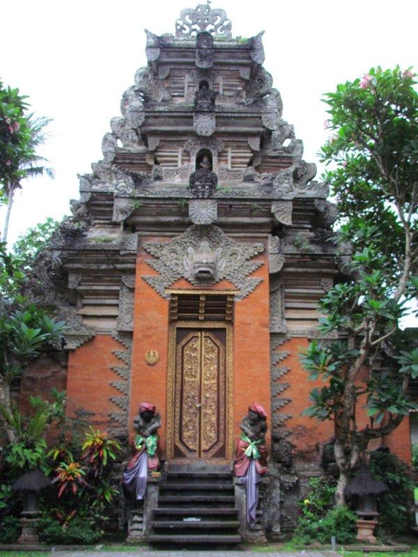 Bautan temple gate