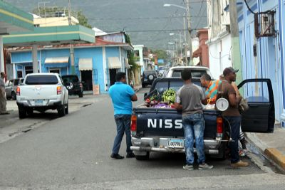 Selling fruit from a truck - Puerto Plata