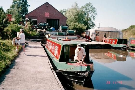 Unloading the boat - Droitwich