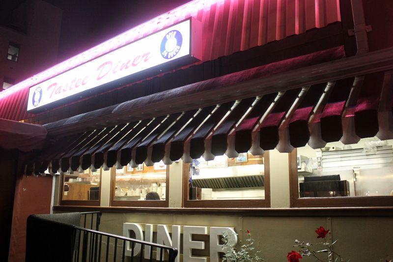 7724980-Diner_from_the_sidewalk_Bethesda.jpg