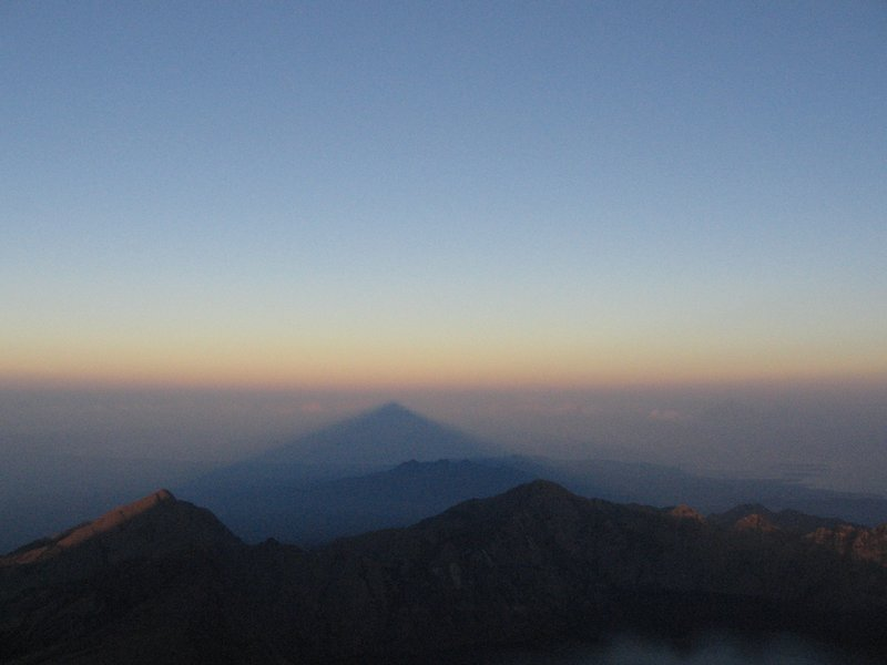 Rinjani casts its shadow