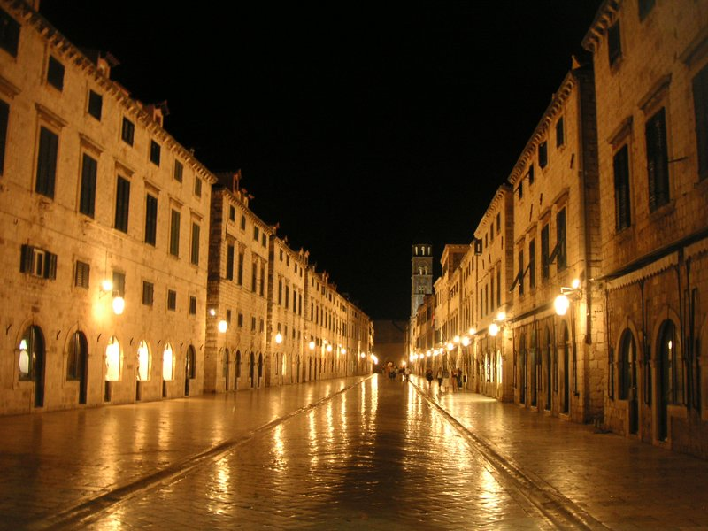 dubrovnik late at night