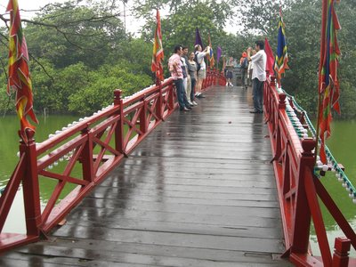 The red bridge that crosses over to Ngoc Son Temple