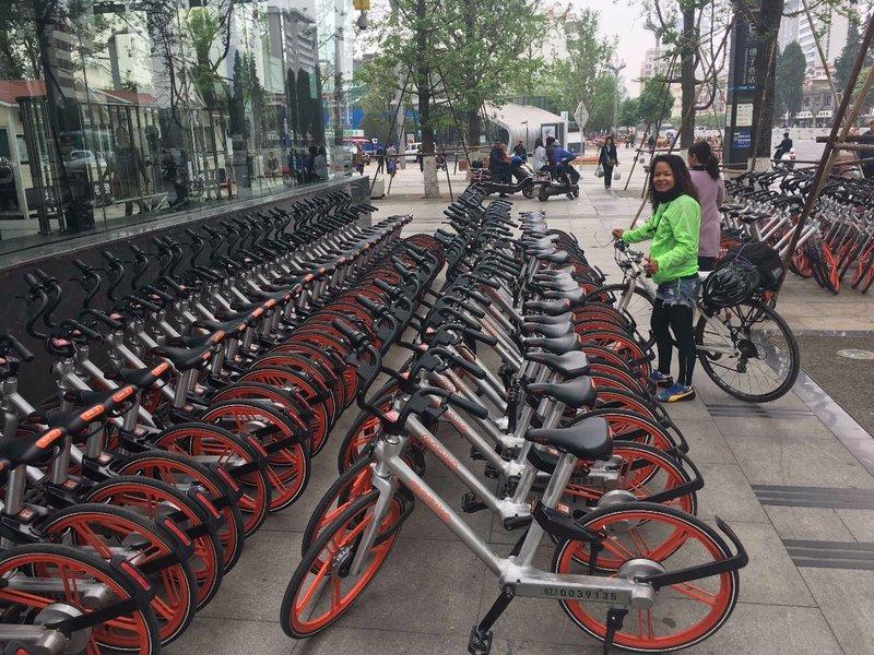 Fahrräder überall in Kunming