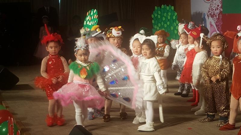 Kinder Plays & Xmas Fun