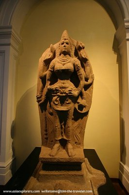 stone-statue-national-museum-colombo