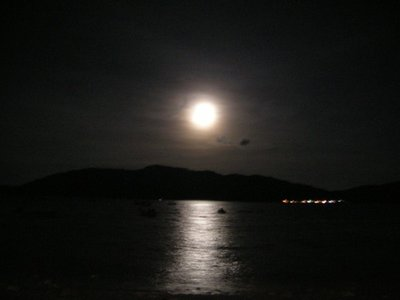 Fullmoon rises over Perhentian Besar