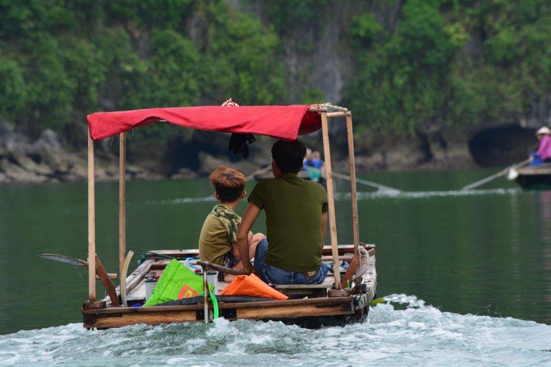 Les enfants au village flottant de Quang Ninh - Baie de Halong