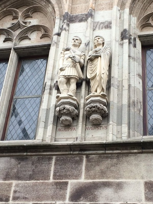 Interesting statues on the sides of the buildings