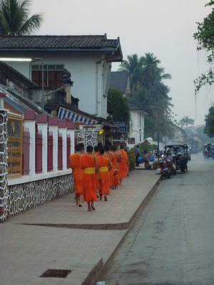 LPrabang - alms giving to the monks