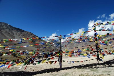 Prayer flags at Kunzum La