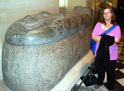 Louvre, Cindy and Sarcophagus