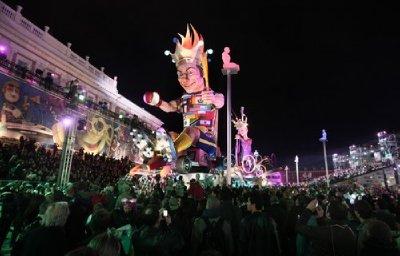 Carnival_at_night.jpg