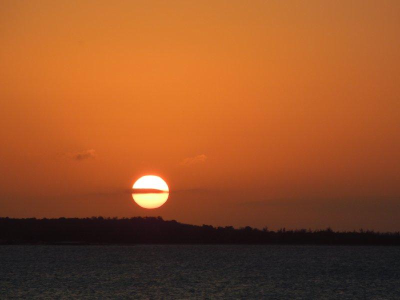 large_Sunset_ove..a_Bay_4.jpg