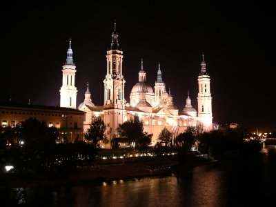 Zaragosa basilica at night