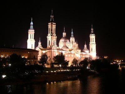 Zaragosa basilica at night