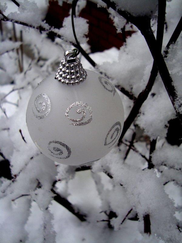 xmas white ball