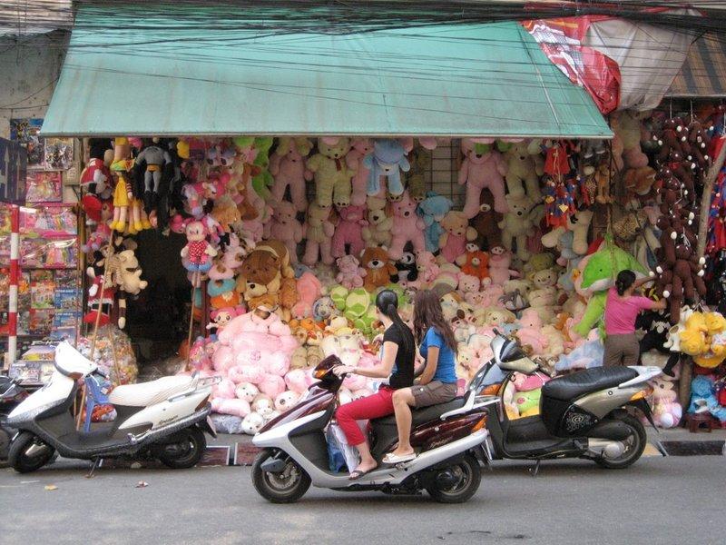 """""""Toy Street"""" Hanoi"""
