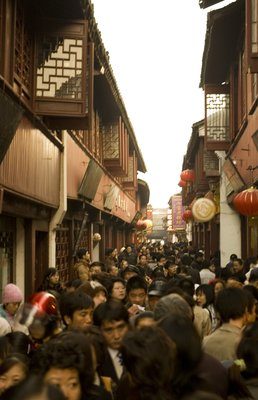 The packed streets of Qi Bao