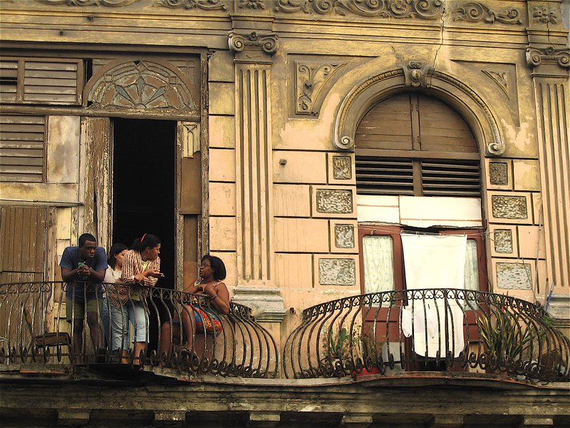 Balcony discussion in Havana