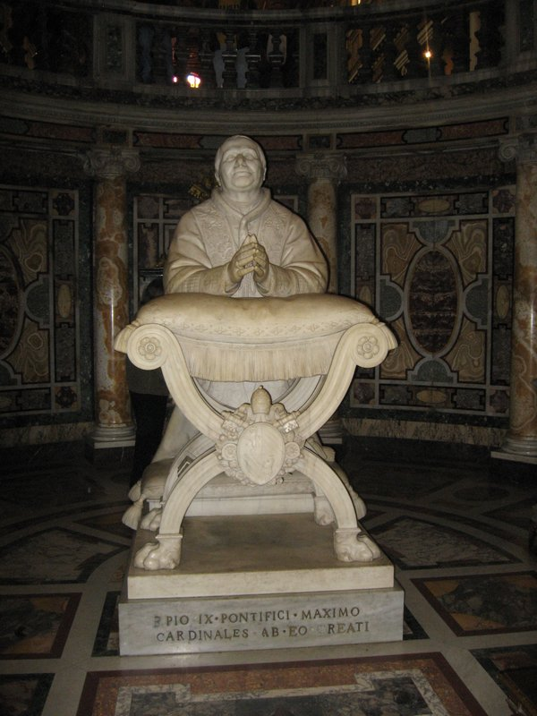 Staute of Pope Pius IX in the Confessio of Santa Maria Maggiore