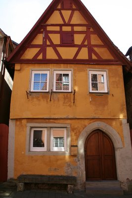yellow rothenberg haus