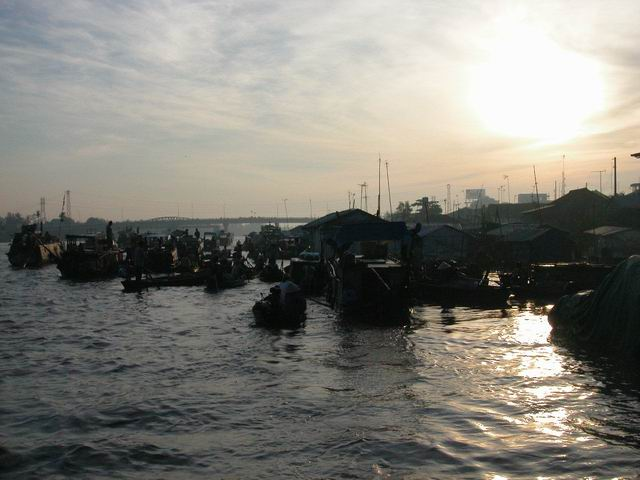 VietNam - dawn at the floating markets