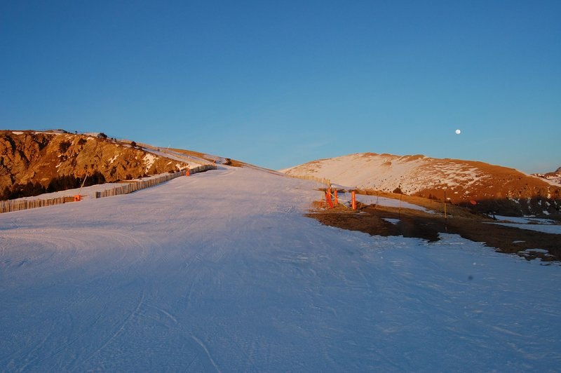 Sunset on Rossignol slope