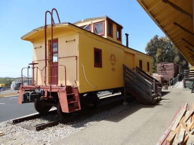 April_14_-..t_Rail_Cars.jpg