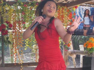 badong-singing.jpg