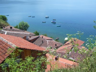 Ohrid_old_..by_lake.jpg