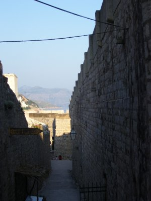 Walls_of_Dubrovnick.jpg