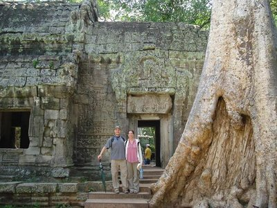cambod_templepose.jpg
