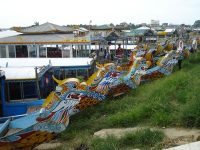 hue3dragonboats.jpg