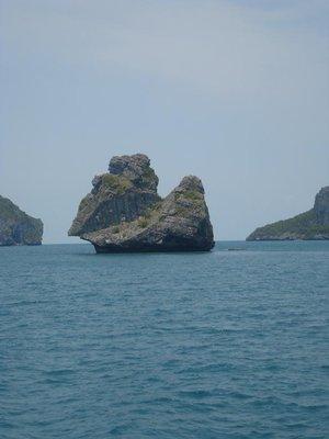 kayak_rocks1.jpg