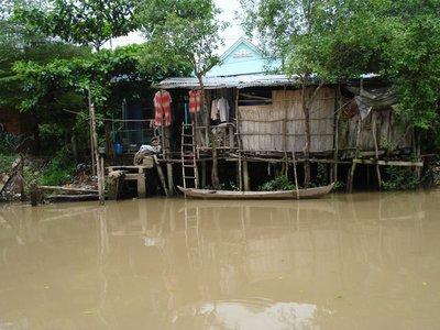 mekong3riverhouse.jpg