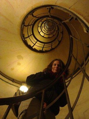 paris_arc_.._stairs.jpg