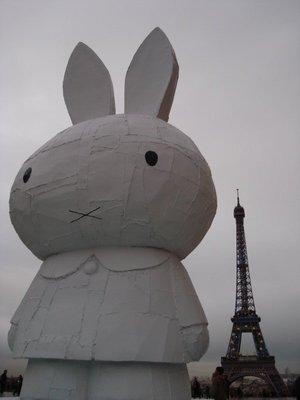 paris_eiffel_bunny.jpg