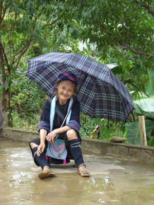sapa7umbrellalady.jpg