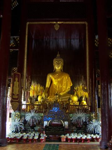 Gouden Boeddha in zwart en wit