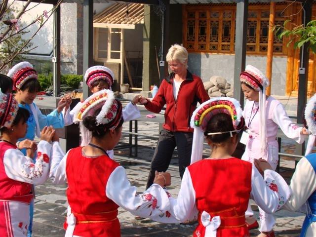 Bai Ann dancing